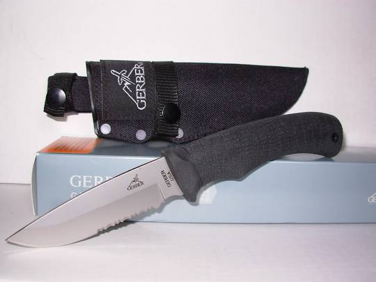 Gerber Gator Fixed Drop point, Serrated Knife