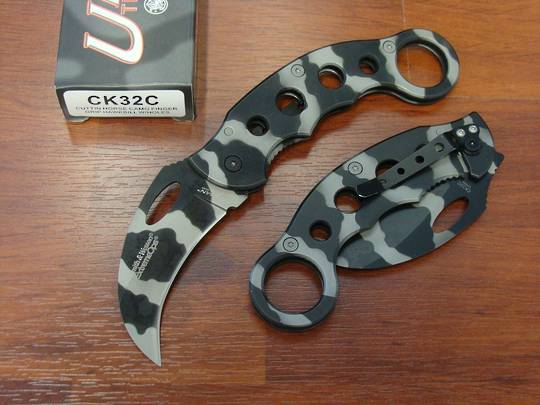 3 FOR LESS - 3 x Smith & Wesson Karambit Urban Titanium Knife