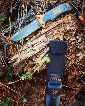 Gerber Bear Grylls Ultimate Survival Knife serrated
