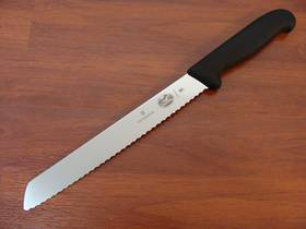 Victorinox Fibrox Bread Serrated Edge Knife 21cm