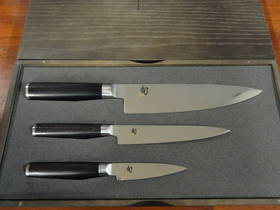 Shun Classic 3 PCS knife Set W/ Wooden Case