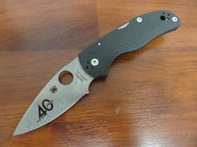 Spyderco 40th Anniversary Native 5 Damasteel Blade, Fluted Carbon Fiber Handles, Sprint Run
